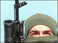 Боец федеральных войск в Чечне