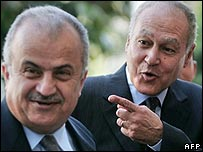 Jordan's Abdel Ilah al-Khatib (l) and Egypt's Ahmed Aboul Gheit