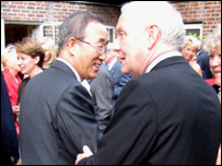 Sir Emyr Jones Parry (r) and Ban Ki-moon