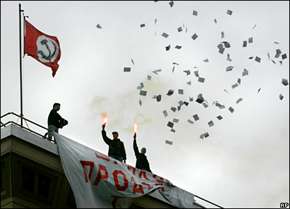 Bolsheviks throw leaflets in Moscow.