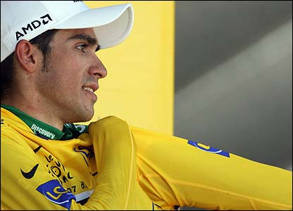 Contador puts on the yellow jersey