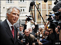Dominique de Villepin facing reporters, 27 July 07