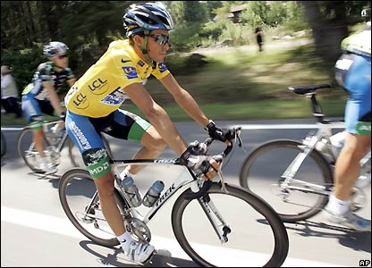 Contador has a lead of one minute 50 seconds at the end of stage 18