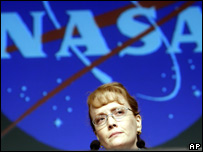 Deputy Nasa Administrator Shana Dale makes a statement to reporters at Nasa headquarters in Washington (27 July, 2007)