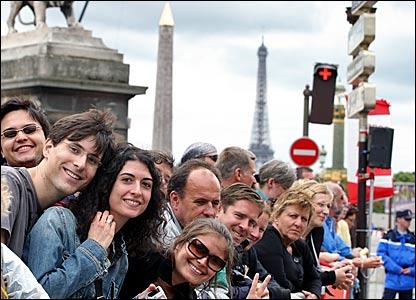 Spectators line the Place de la Concorde to await the riders