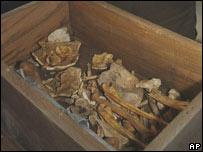 Caja con los restos de Pico della Mirandola y Angelo Poliziano.