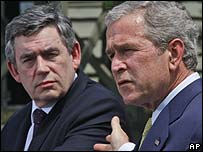 UK PM Gordon Brown (left) and US President George W Bush