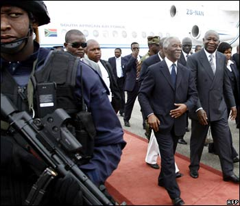 South Africa's Thabo Mbeki arrives at Bouake airport
