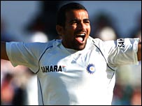Zaheer Khan celebrates taking Paul Collingwood's wicket