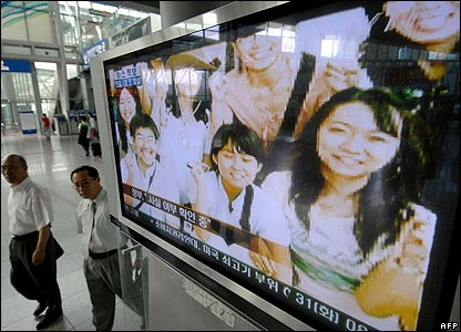 TV footage of the group of hostages at a railway station in Seoul - 31/07/07