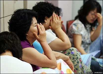 Relatives of the hostages wait for news in Seongnam City, south of Seoul - 30/07/07