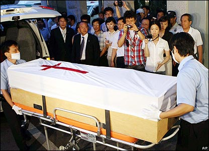 The coffin of Bae Hyung-kyu carried from an ambulance in Anyang, west of Seoul - 30/07/07