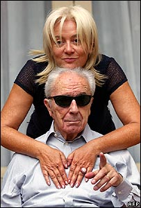 Michelangelo Antonioni with his wife Enrica Fico in 2002