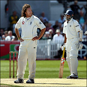 Ryan Sidebottom (left) shows his frustration on the final day