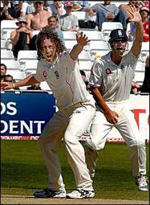 Ryan Sidebottom (left) and Alistair Cook appeal unsuccessfully for a leg before wicket decision
