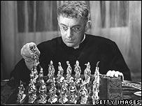 Alec Guinness plays chess