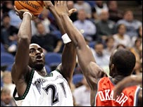 Kevin Garnett in action for Minnesota