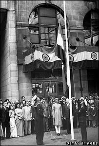 Bandera nacional de India izada en Delhi, el 15 de agosto de 1949.