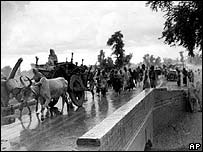 Muslims at Lahore fleeing from Hindu India, August 1947