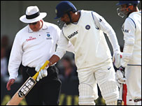 Zaheer points out a jellybean to umpire Howell