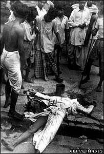 Muslims surround a Hindu corpse in Calcutta
