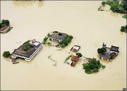 Submerged village in Darbhanga district, Bihar (02/08/07)