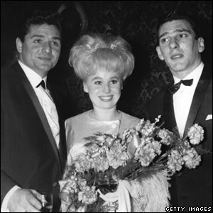 Barbara Windsor with husband Ronnie Knight (l) and Reggie Kray (r)