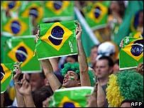 Fans de fútbol brasileños