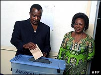 Congolese President Denis Sassou-Nguesso casts his vote 24 June 2007