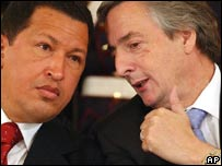 Los presidentes de Venezuela, Hugo Chávez, y de Argentina, Néstor Kirchner, en foto de  2005