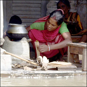Woman cooking in Sirajganj