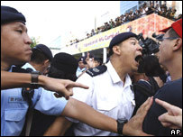 Protesters clash with police at Queen's Pier, Hong Kong