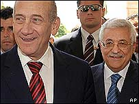 Ehud Olmert (left) with Mahmoud Abbas in Jericho
