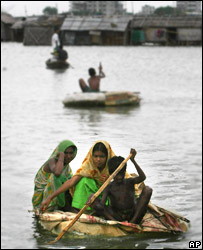 Bangladeshis using rafts to escape from Dhaka