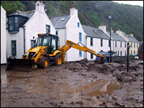 Pennan clean-up operation [Pic: Fiona Walker]