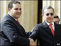 Presidentes Tony Saca de El Salvador y �lvaro Uribe de Colombia. (Foto Archivo)