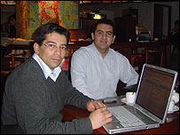 Juan Olguín y Cristián Sepúlveda, integrantes del Movimiento de Liberación Digital.