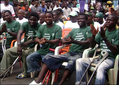 SLPP supporters in Sierra Leone wearing green T-shirts (Picture by BBC's Umaru Fofana)
