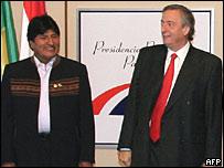 Los presidentes de Argentina, Néstor Kirchner y de Bolivia, Evo Morales