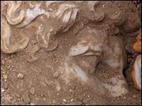 Imagen de la estatua de Adriano: Copyright Proyecto de Investigación Arqueológica de Sagalassos