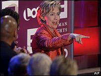 Hillary Clinton participa en debate sobre derechos de los gays