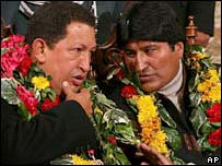 Hugo Chavez (left) and Evo Morales (right) in La Paz on 9 August