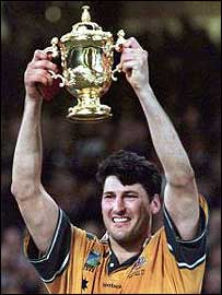 John Eales lifts the William Webb Ellis trophy in Cardiff in 1999