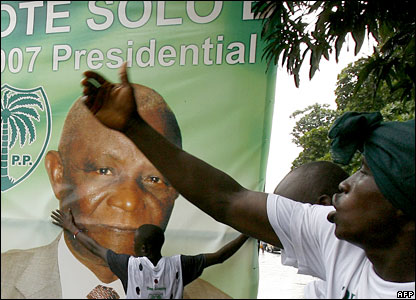 SLPP supporters in front on a poster of Solomon Berewa