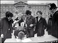 The Sex Pistols outside Buckingham Palace in 1977
