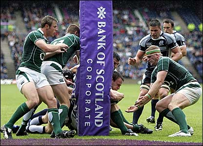 Andy Henderson scores a try for Scotland against Ireland