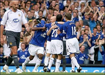 Everton celebrate Victor Anichebe's goal