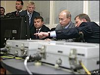 Vladimir Putin visita la estaci�n de radar Lekhtusi