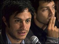 Gael Garc�a, (izq.) y Diego Luna