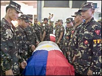 Philippines soldiers honour the flag-draped coffins of comrades killed in clashes on Jolo island, 12 August 2007